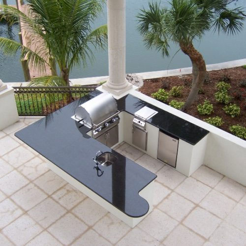 Classic Style Outdoor Kitchen